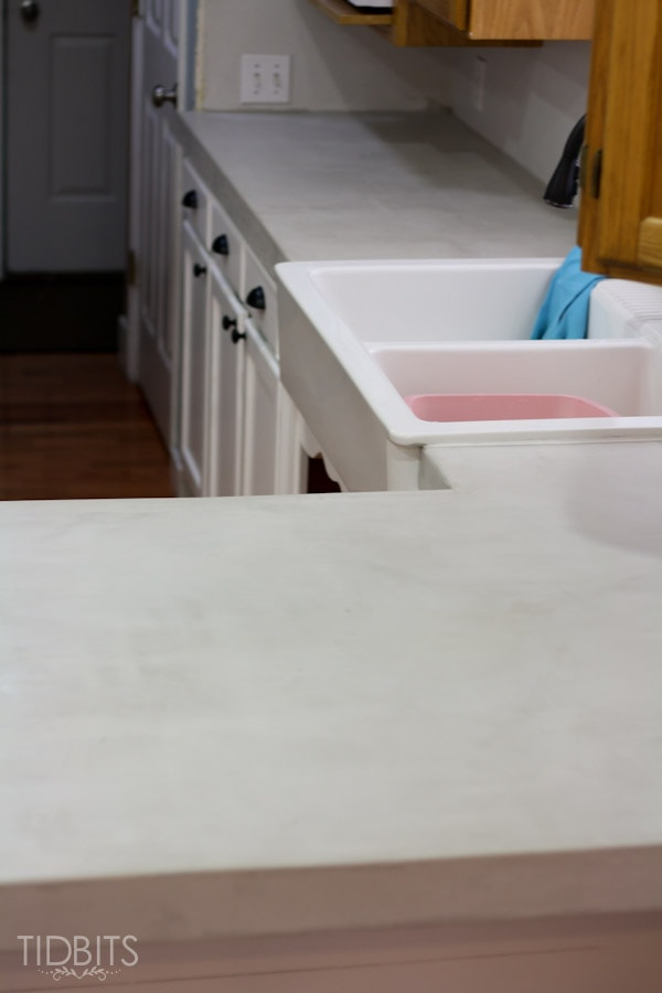 feather-finish-faux-concrete-countertops-15