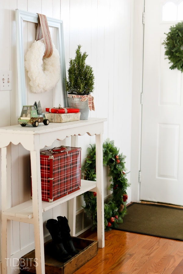 A Cottage Christmas Home Tour - Inspiration for your Entry Way