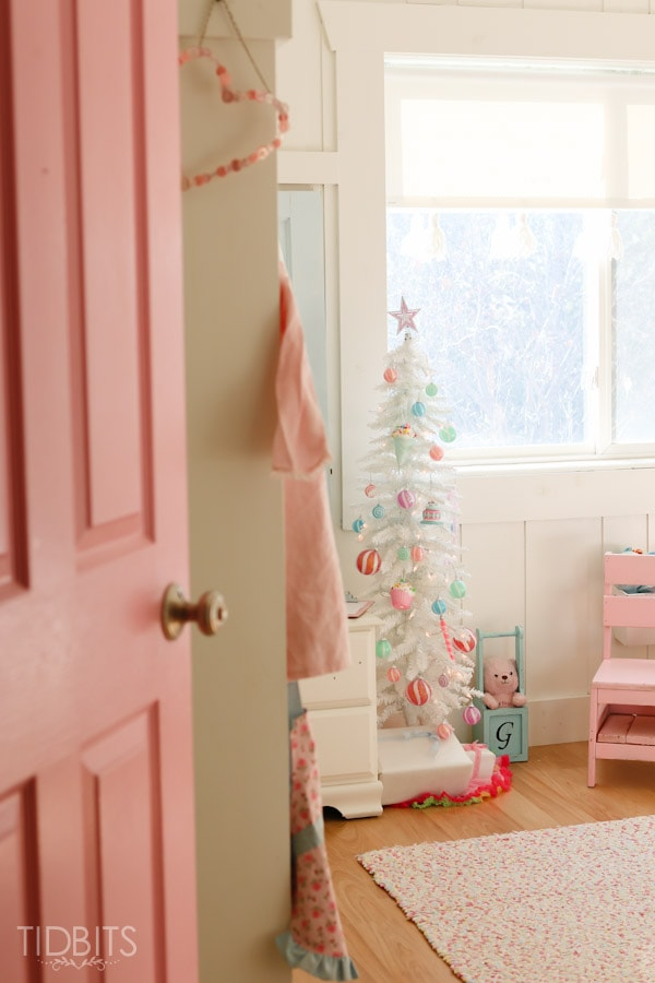 Cottage Christmas Girls Room-1