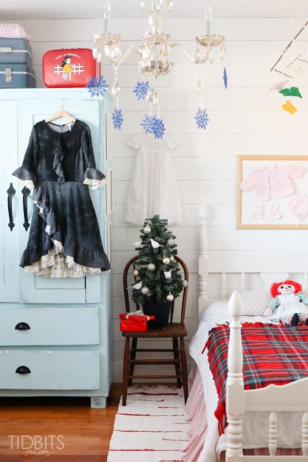 Cottage Christmas Girls Room-10