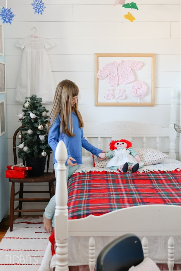 Cottage Christmas Girls Room-14