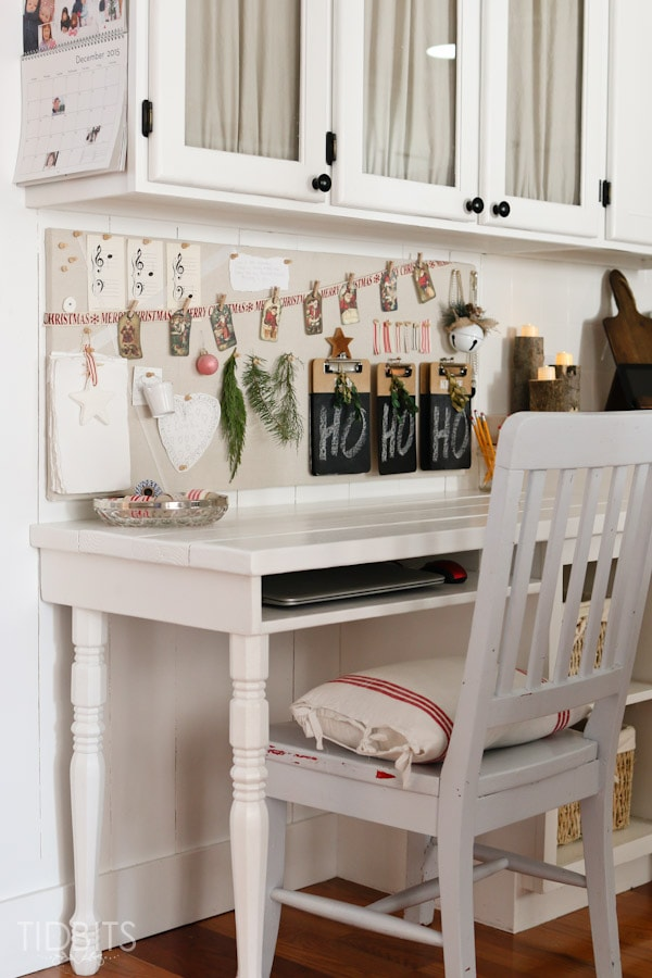 Cottage Christmas Kitchen-8