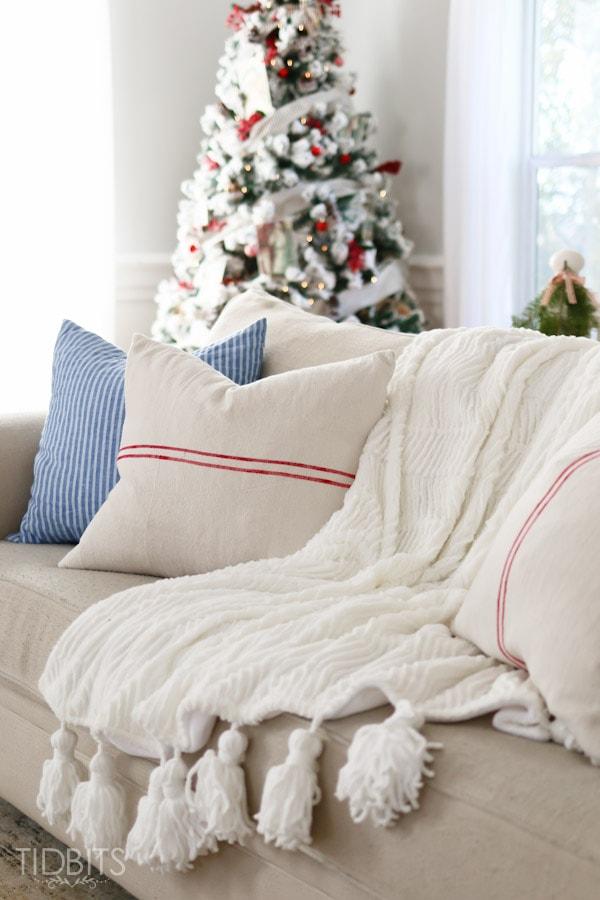 Cottage Christmas Living Room-20