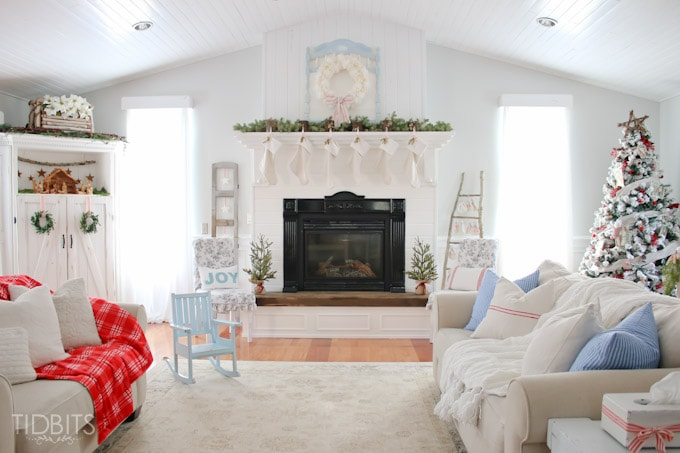 Cottage Christmas Living Room-23