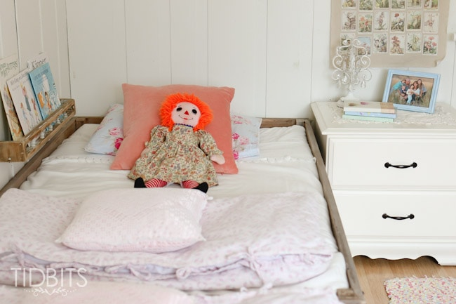 Girls shared room and simple organizational ideas for a small bedroom.
