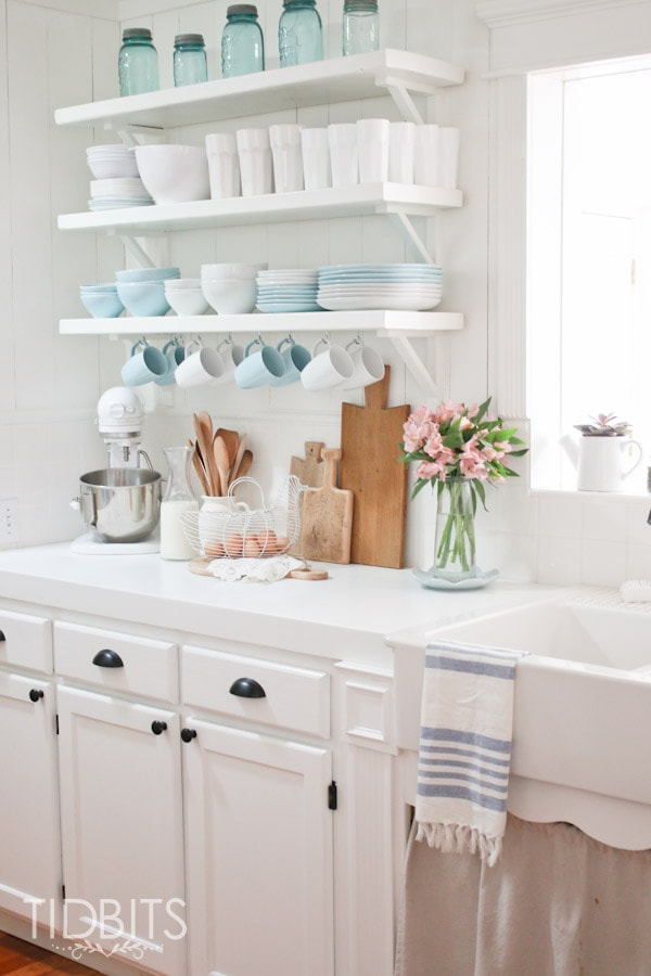 Spring Home Tour by TIDBITS. Simple touches of Spring in the Kitchen.