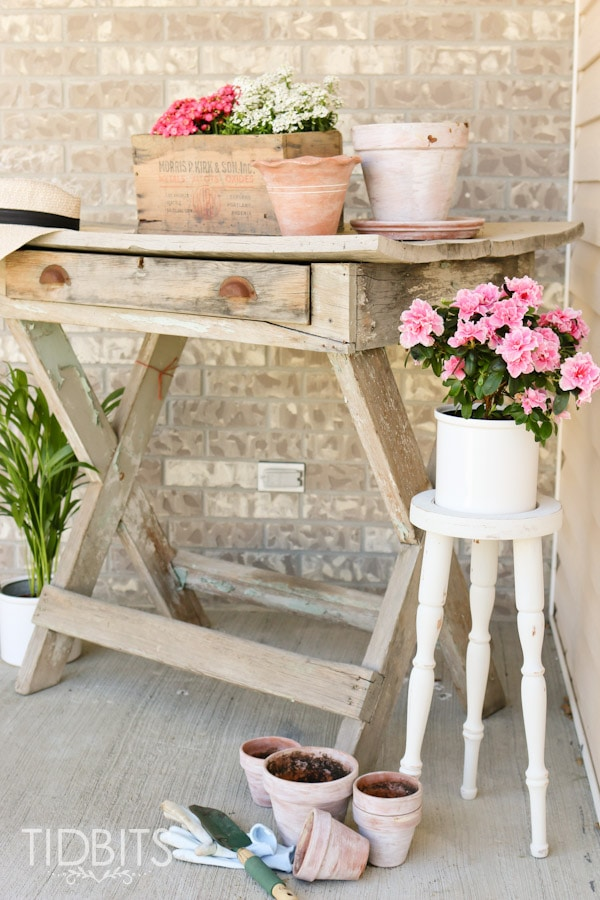 Thrift store plant stand makeover and front porch decor inspiration.