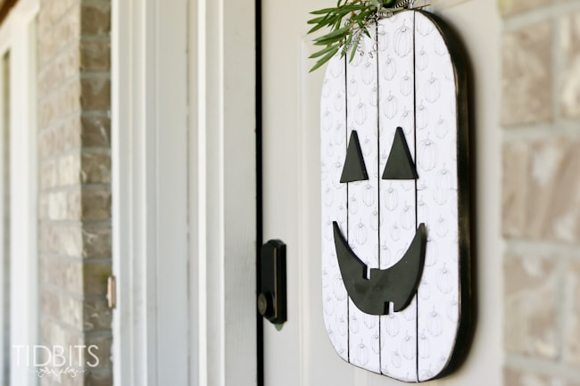 Seasonal character door hanger.
