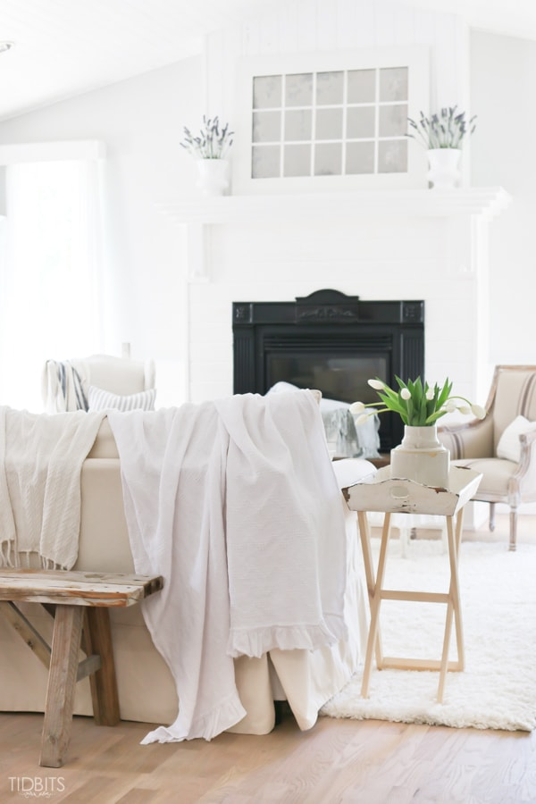 A relaxing and inviting Summer Home Tour | By TIDBITS