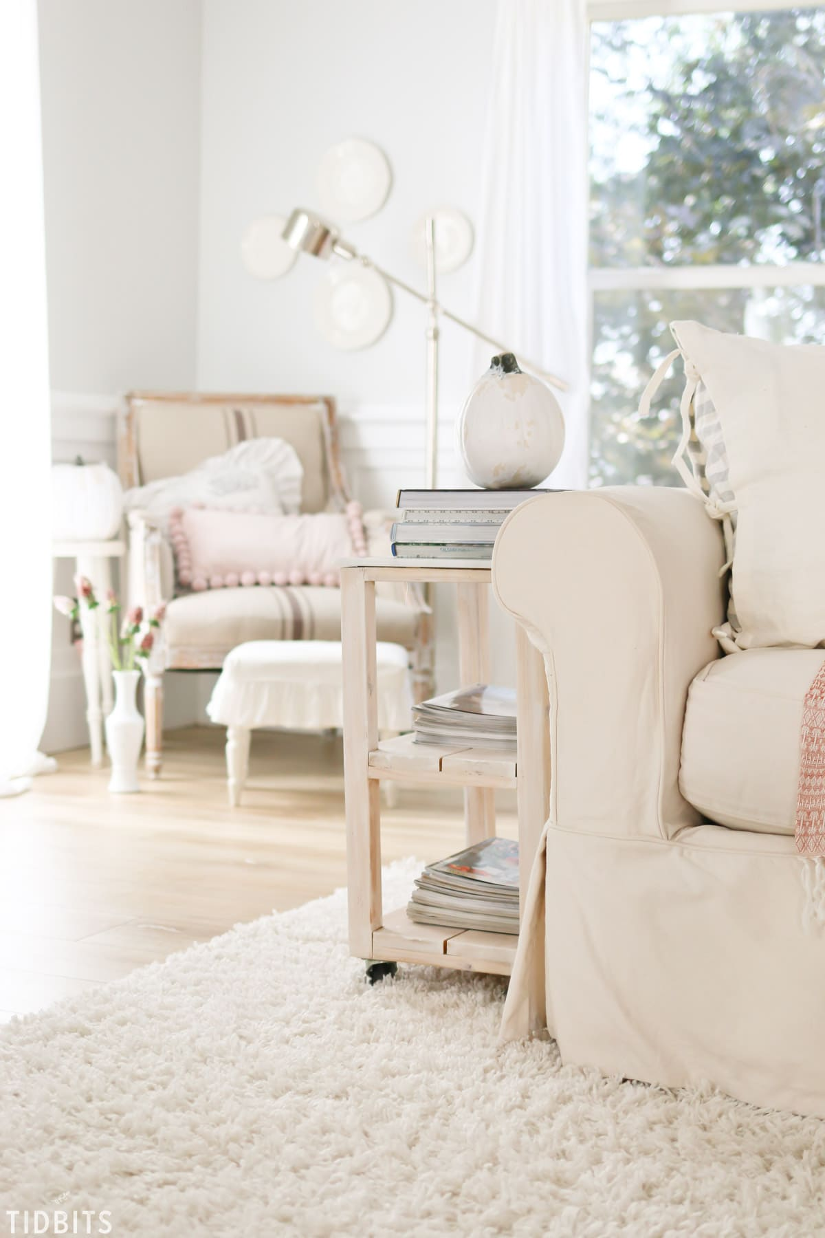 TIDBITS Fall Home Tour   Living Room. What small seasonal changes you can do when you don't feel like decorating.