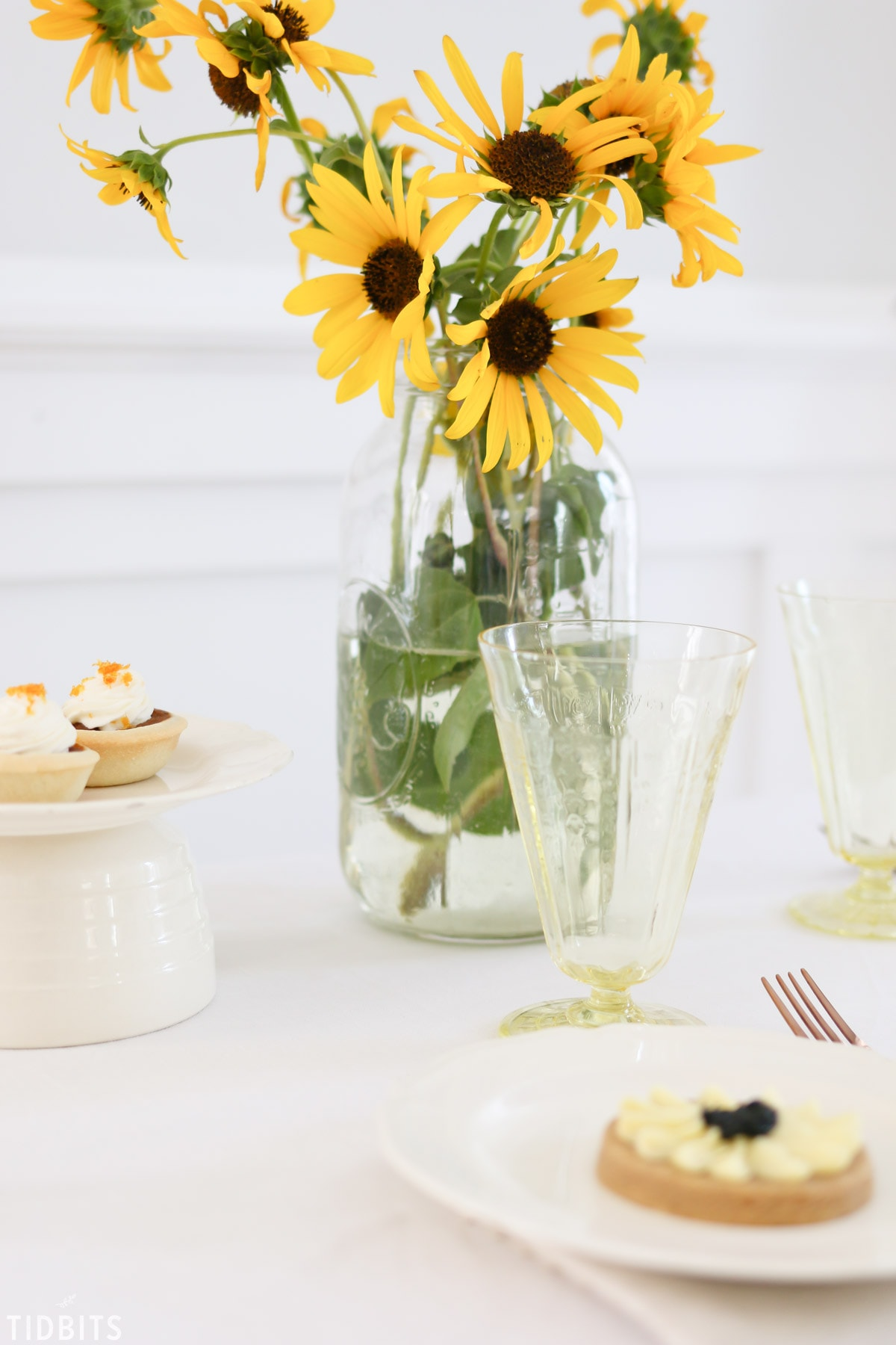 Simple Sunflower Fall Tablescape   Delight your loved ones with seasonal simplicity.