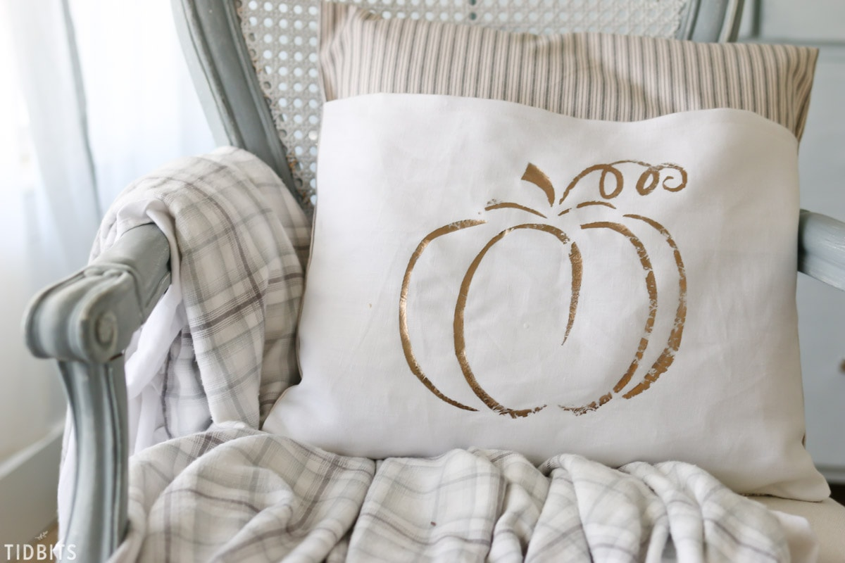 DIY Metallic Fall Pillows - No expensive cutting machine needed!