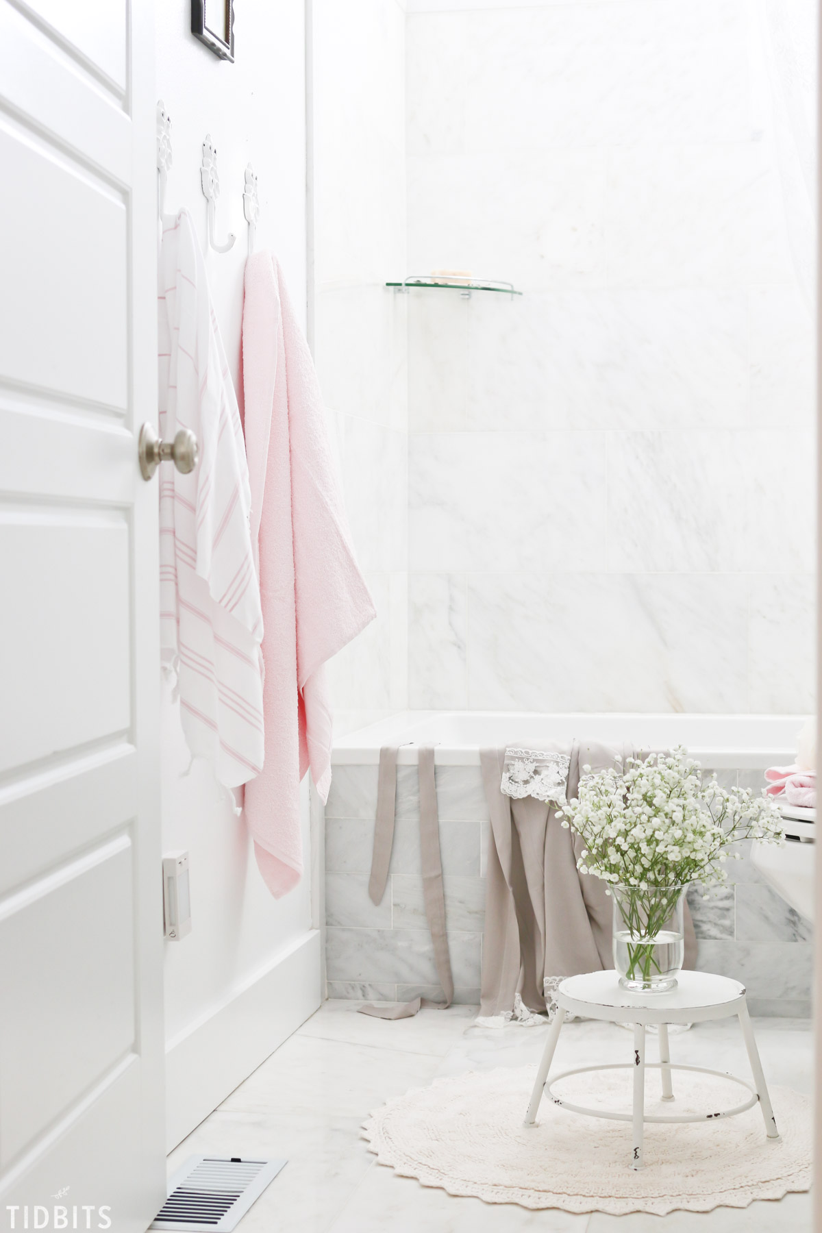 Spring kids bathroom refresh tidbits for Spring bathrooms