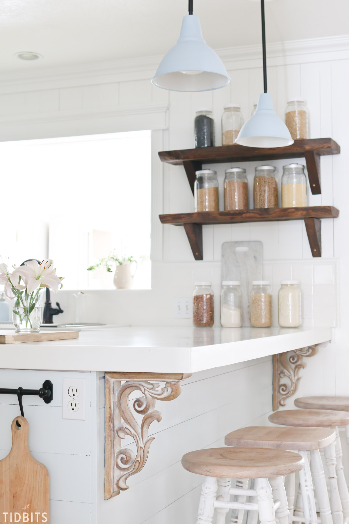 A Spring kitchen refresh. My process for cleaning and refreshing my cottage farmhouse kitchen. #camitidbits #cottagestyle #farmhousestyle #farmhousekitchen #cottagekitchen #springdecor