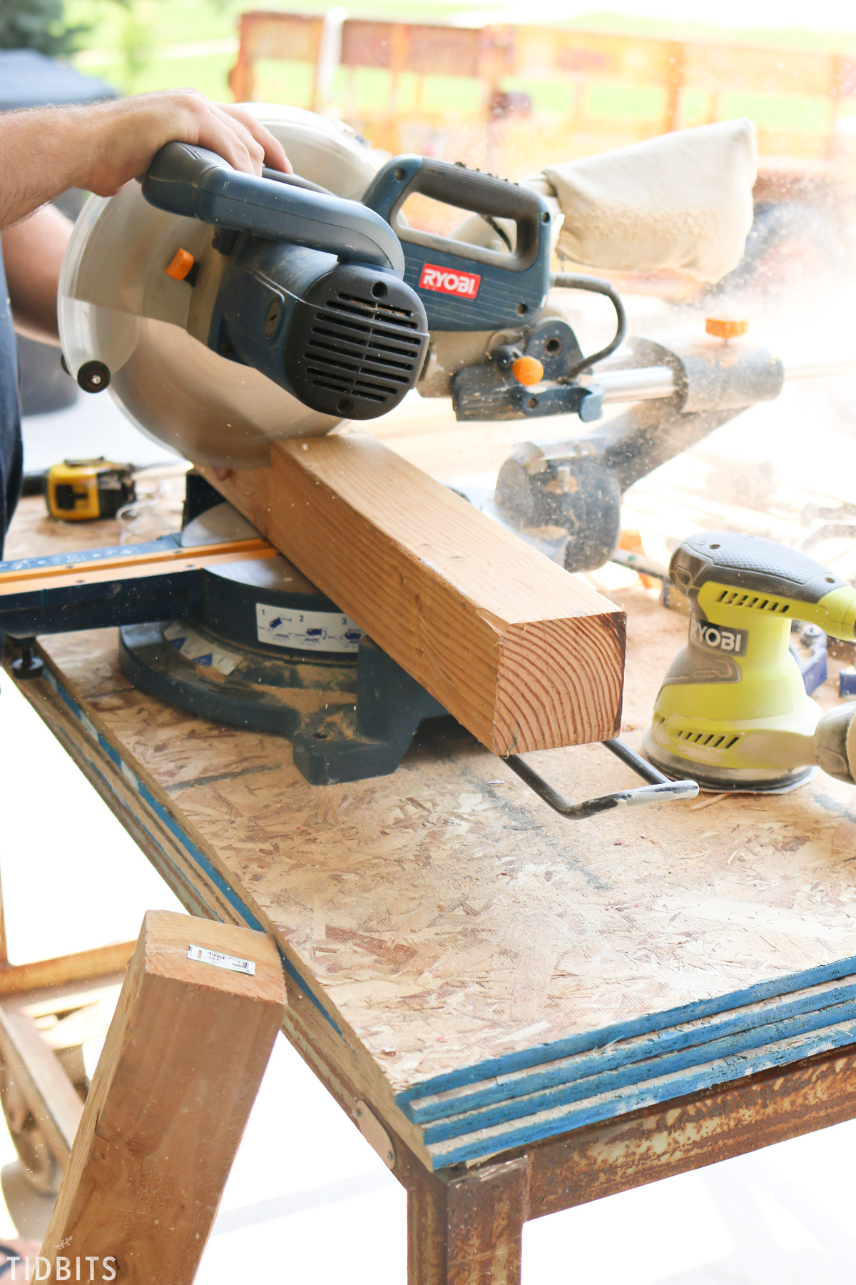 Cutting wood on Ryobi saw