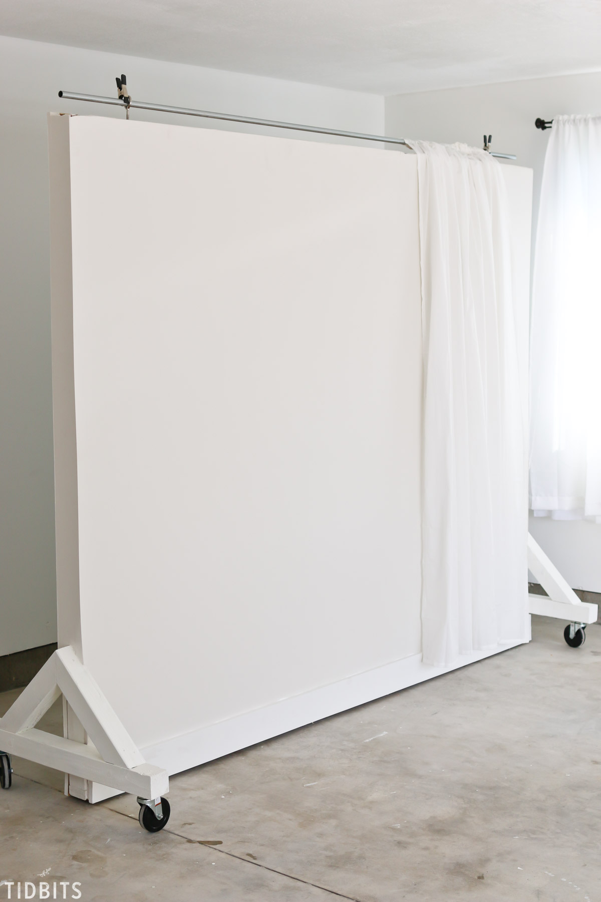 Wall on wheels for photography studio