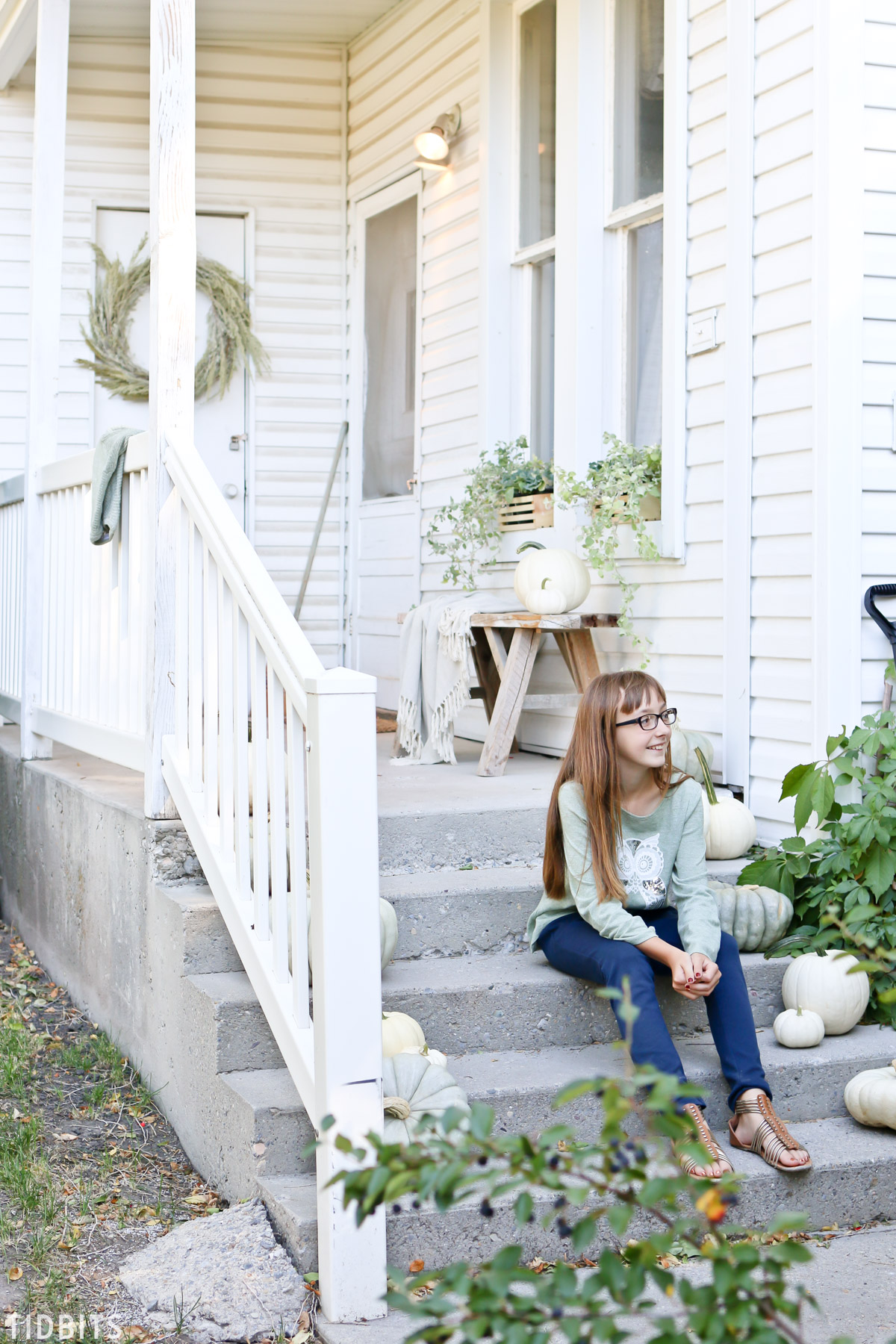 Farmhouse Fall front porch decor