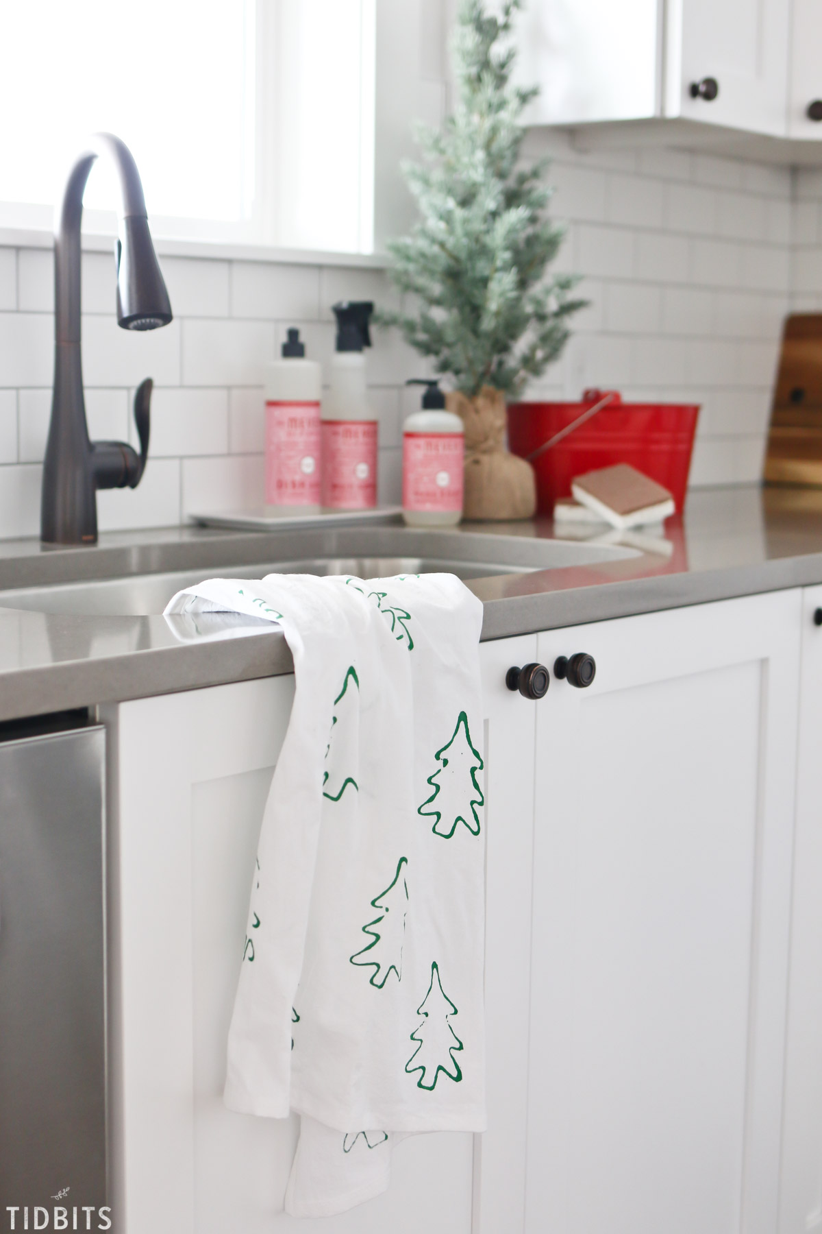 Cookie Cutter Stamped Christmas Tea Towels Tidbits