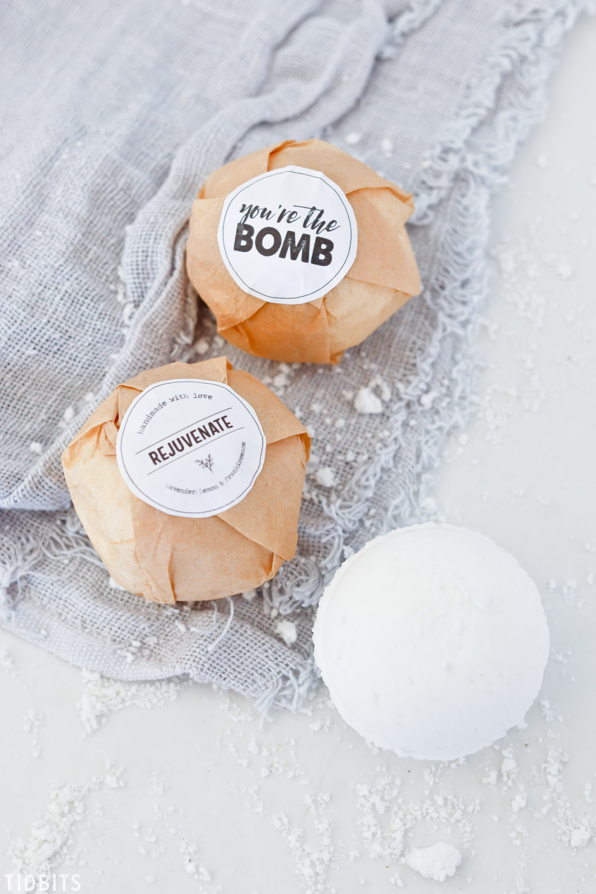 DIY All Natural Bath Bombs and FREE printable gift tags.