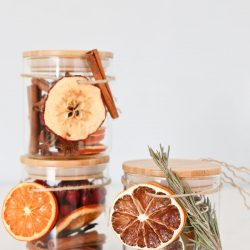 Homemade Dry Holiday Potpourri