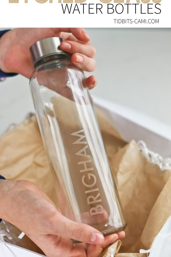 how to etch a name on a glass water bottle.