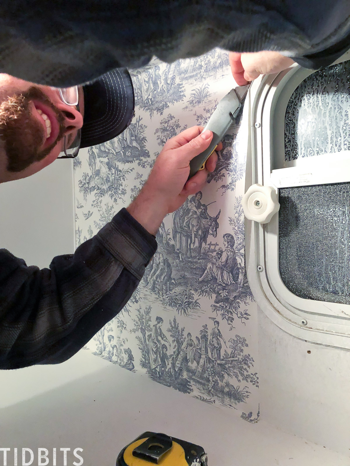 how to apply wallpaper in RV