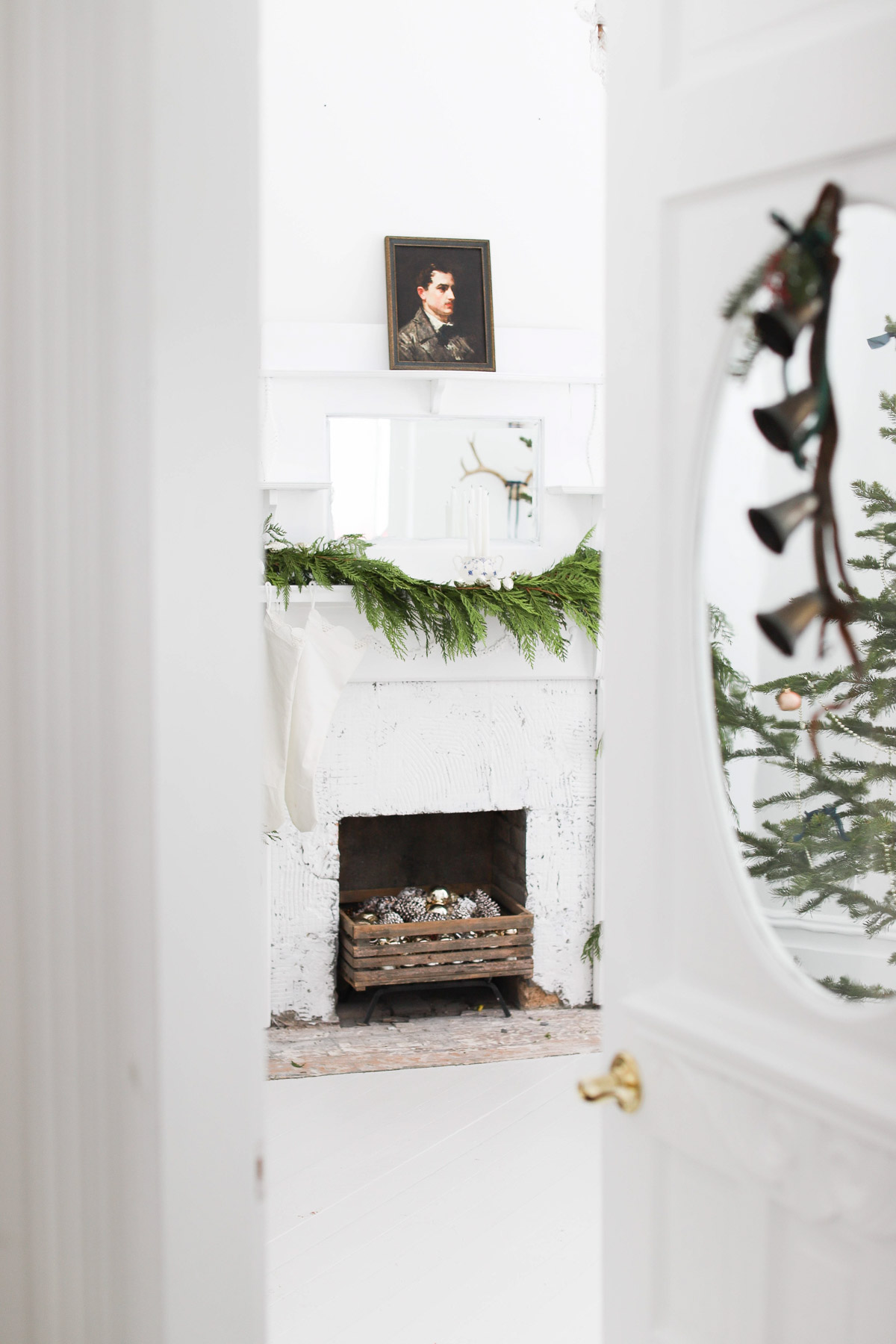 A Victorian Farmhouse Christmas Home Tour