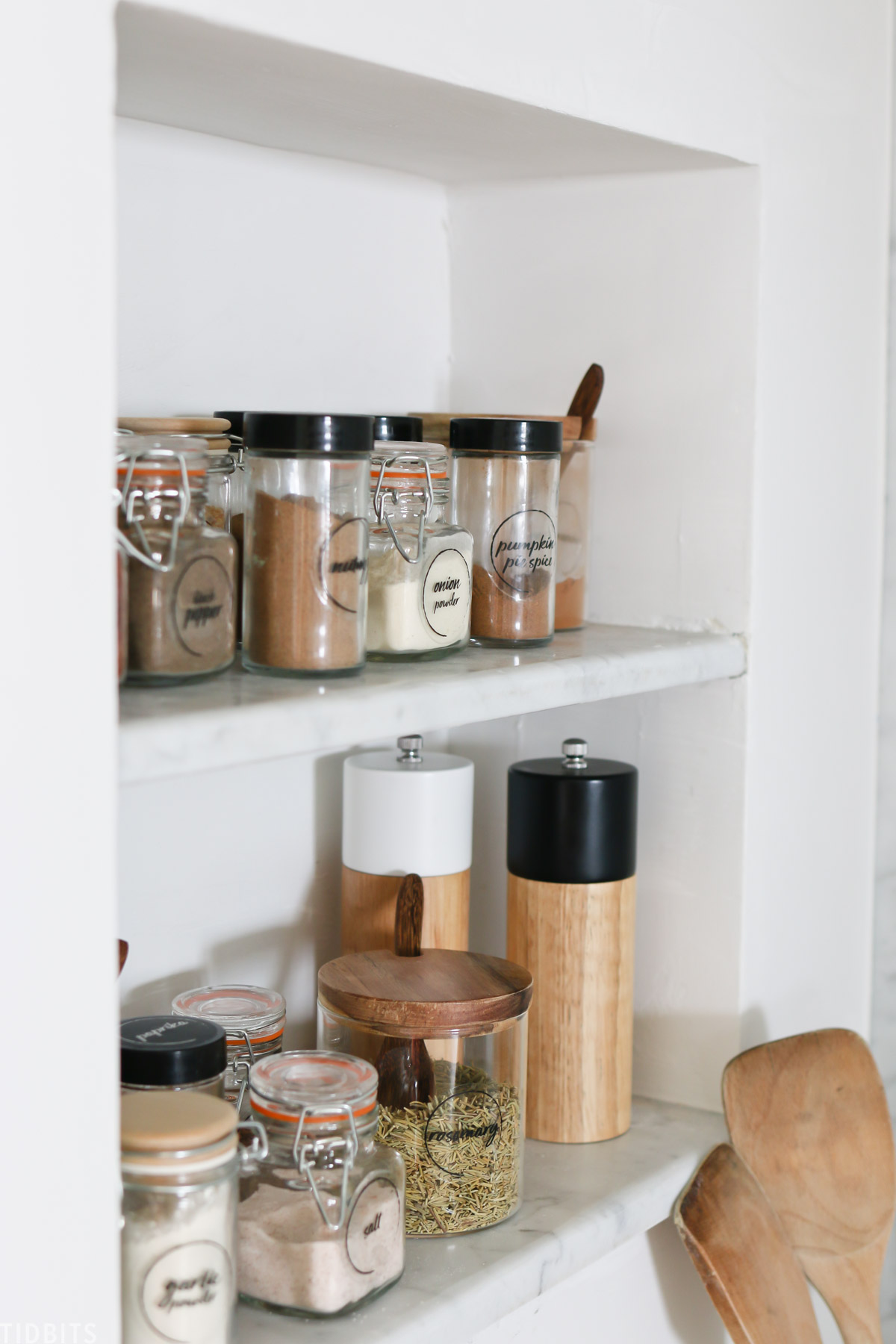 Organize spices for display