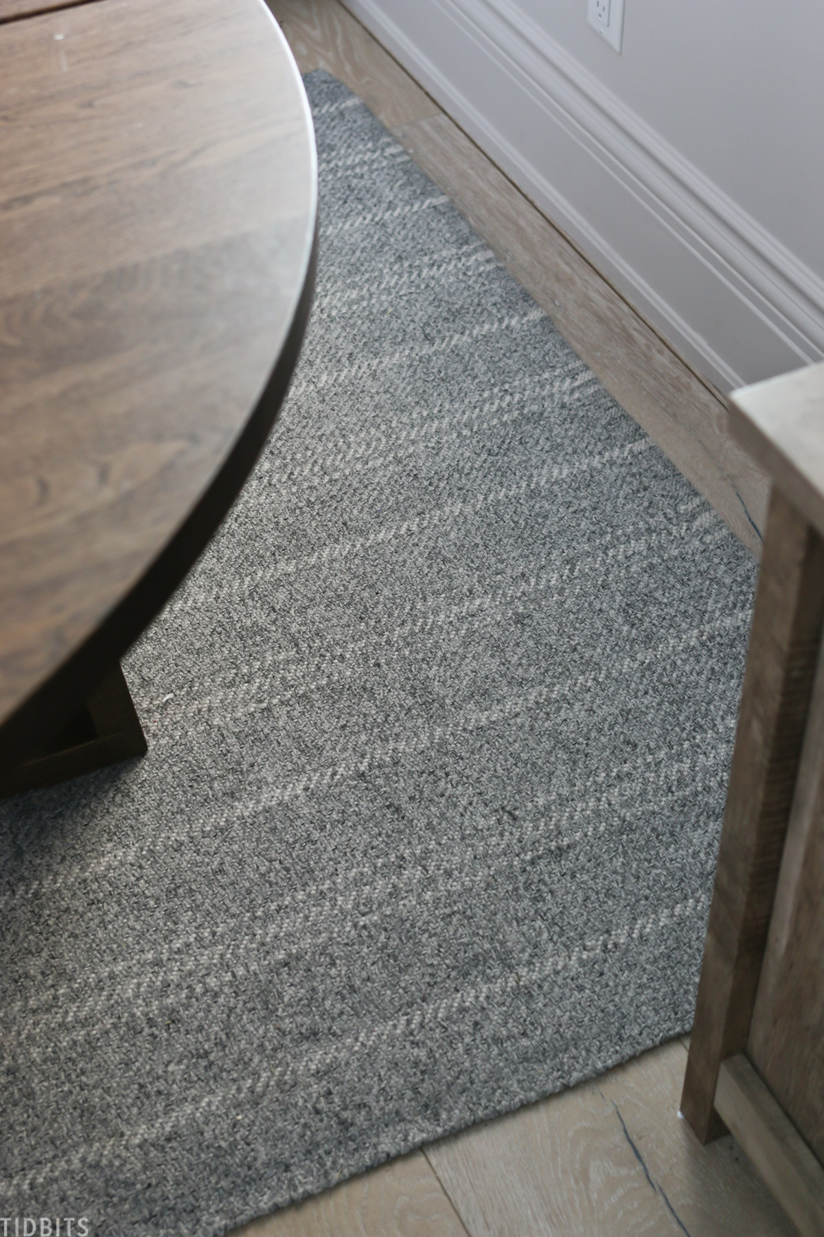 gray rug with stripes underneath a roundtable