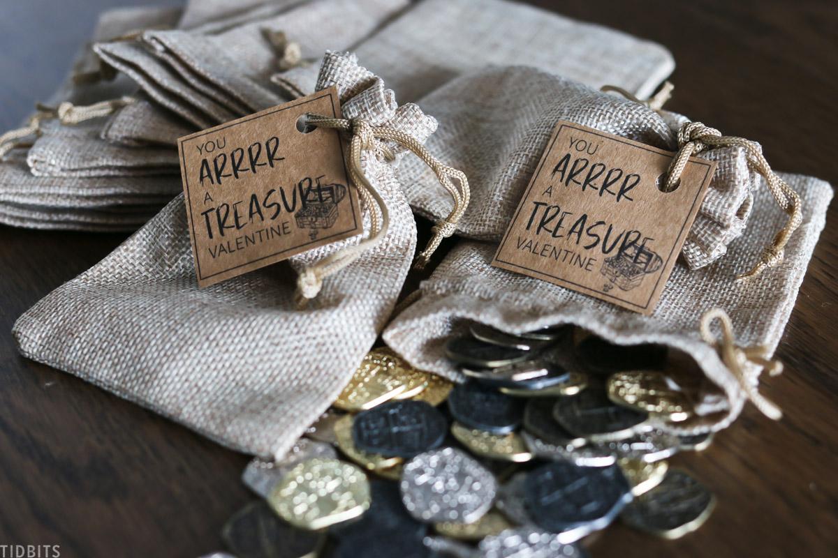 pirate treasure, gold dab-loons, burlap bag