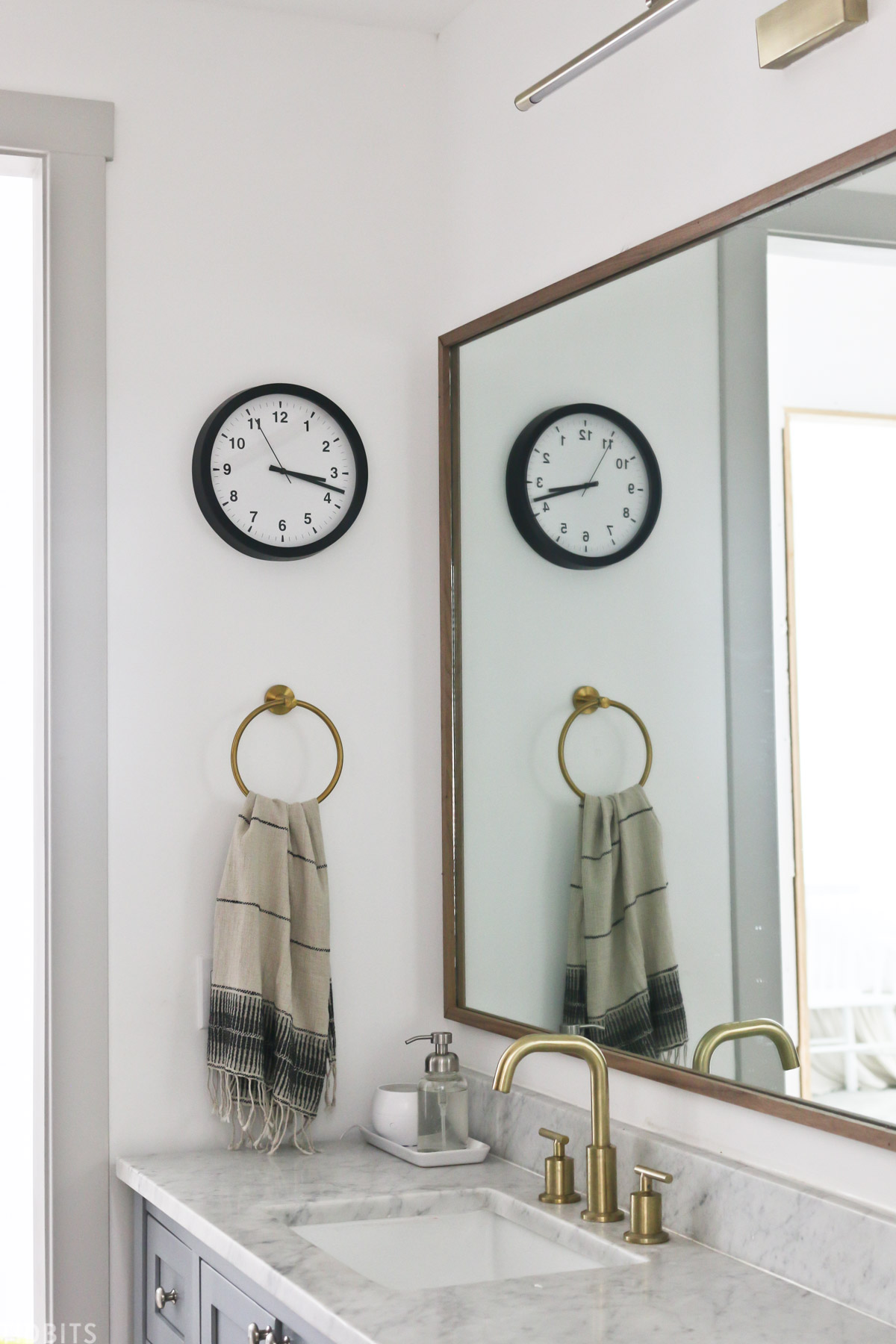 diy mirror frame for bathroom vanity